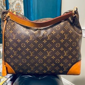 🔥LOUIS VUITTON BERRI HOBO DISCONTINUED!!🔥